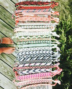 Preppy Bracelets, Yarn Bracelets, Cute Bracelets, String Bracelets, Diy Friendship Bracelets Tutorial, Diy Friendship Bracelets Patterns, Homemade Bracelets, Diy Bracelets Easy, Diy Bracelets Patterns