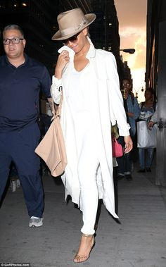 Slim Beyonce cuts a glamorous figure in all-white #dailymail