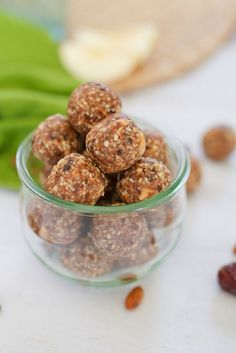 Apple Pie Larabar Balls // Filled with apple cinnamon flavor these healthy Apple Pie Larabar Balls are the perfect portable snack.