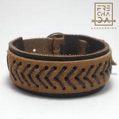 bracelete de couro costurado com linha encerada em setas
