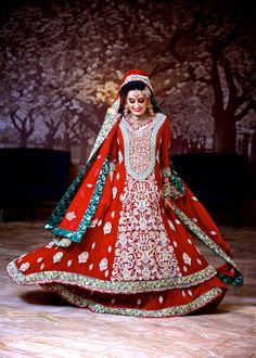 Oh my gosh, this is such a beautiful bridal lengha! #pakistani #bride #shaadi #wedding #dulhan