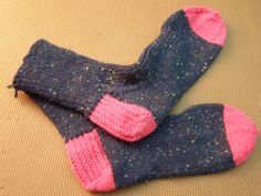 2 coloured Socks , Gail