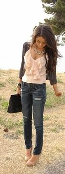 #streetstyle #pinktop light pink and skinny jeans. Adorable #datenight outfit