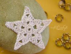 Easy Diy Crafts, Diy Crafts For Kids, Arts And Crafts, Filet Crochet, Christmas Crafts To Sell, Crochet Stars, Patterned Carpet, Christmas Snowflakes, Needlework