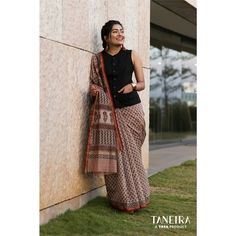 The Best Brand With Stylish Office Wear Sarees Die beste Marke mit stilvollen Office Wear Sarees Saree Wearing Styles, Saree Styles, Blouse Styles, Trendy Sarees, Stylish Sarees, Stylish Office Wear, Casual Office, Office Wear Dresses, Sophisticated Outfits