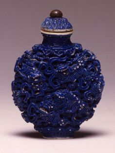 A porcelain snuff bottle, Jiaqing, (1796-1820). | Burghley Collections
