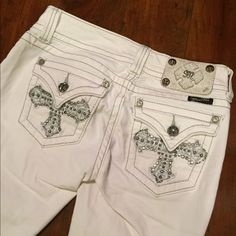 White Miss Me Jeans! Awesome white jeans, comfy fit, Miss Me brand, from Buckle! Size 27 Miss Me Jeans Boot Cut