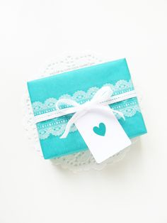 Cute and simple gift wrapping and tag.