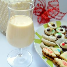 Recept na vaječný likér krok za krokem Cocktails, Drinks, Glass Of Milk, Vodka, Cake, Christmas, Recipes, Food, Design
