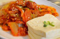 Dubu kimchi: kimchi salteado con cerdo y tofu