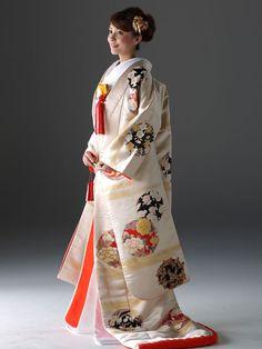 京都 結婚式のドレスレンタルなら-京鐘-。和装、ウェディングドレスなど充実のラインナップからこだわりの一着を。