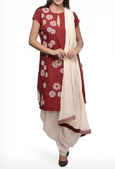 JOY MITRA EMBROIDERED MAROON COTTON KURTA SET WITH CHIFFON DUPATTA.