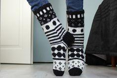 Marisukat ohje – Uimapuvut ja alusvaatteet Wool Socks, Marimekko, Leg Warmers, High Socks, Knit Crochet, Legs, Knitting, Diy, Fashion