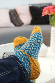 Neue Lieblingssocken - Selbstgestrickte Chevron Wollsocken Chevron, About Me Blog, Socks, Knitting, Pictures, Fashion, Set Of Drawers, Creative, Breien