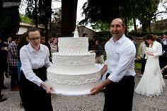 http://www.lemienozze.it/gallerie/torte-nuziali-foto/img37312.html Grande torta nuziale bianca