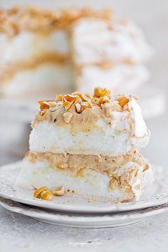Pavlova torte with peanut cream and crunchy peanut praline