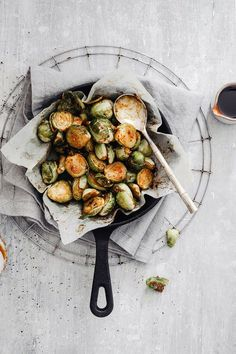 How to make ROASTED BRUSSEL SPROUTS RECIPE / roasted healthy brussels sprouts brussels sprouts photography / brussels sprouts food photography / mustard dressing / mustard sauce Antipasto, Vegan Roast, Vegan Appetizers, Appetizer Ideas, Roasted Vegetables, Roasted Sprouts, Organic Vegetables, Quesadillas, Food Inspiration