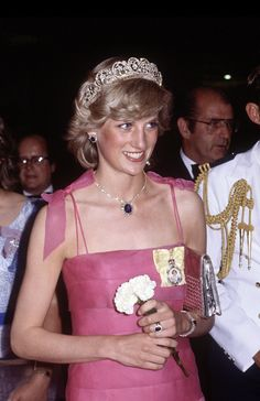 Diana Princess of Wales arrives at the Crest Hotel in Brisbane, Australia on April 1983 for a reception during the Royal Tour of Australia. Diana wore a dress designed by Victor Edelstein with. Get premium, high resolution news photos at Getty Images Spencer Family, Lady Diana Spencer, Princesa Diana, Prince And Princess, Princess Of Wales, Princess Diana Tiara, Princess Diana Memorial, Real Princess, Adele