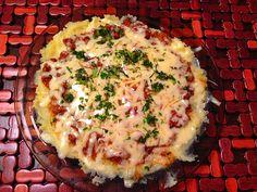 Pizza ziemniaczana to mój absolutnie autorski przepis dla tych, którzy lubią ziemniaki pure z mięsnym sosem i ciągnącym się żółtym serem. Pychota!!!