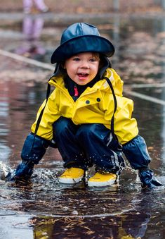 This popular kids' hooded raincoat is made from a comfortable, flexible and PVC-free material. Hooded Raincoat, Kids Waterproof Jacket, Kids Rain Gear, Kindergarten Outfit, Kids Rain Jackets, Rain Jacket Women, Rain Wear, Little Boys, Jackets