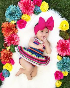 Baby girl in Zarape outfit Cute Baby Girl, Baby Love, Cute Babies, Baby Girl Pictures, Baby Photos, Baby Monat Für Monat, Mexican Babies, Fiesta Outfit, Mexican Outfit