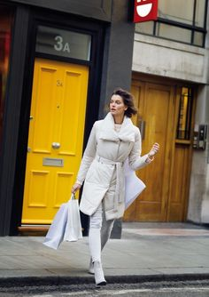 Jak podkreślić kobiece kształty w płaszczu? Duster Coat, Jackets, Fashion, Down Jackets, Moda, Fashion Styles, Fashion Illustrations, Jacket