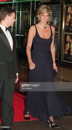 Princess Diana Arriving In A Blue Evening Dress Designed By Catherine Walker For The Charity Premiere Of The Film 'haunted' At The Empire Cinema In. Princess Diana Fashion, Princess Diana Pictures, Gown Pictures, Queen Pictures, Diana Memorial, Diana Williams, Blue Evening Dresses, Evening Gowns, Lady Diana Spencer