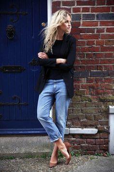 Die Baggy Jeans wirkt mit den braunen Mid Heel #Pumps besonders gut! Bei Clarks gibt es ähnliche Pumps: http://www.clarks.de/p/26109571