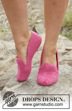 "Felted DROPS slippers in garter st with cables in ""Lima"". Free Pattern #knitting"