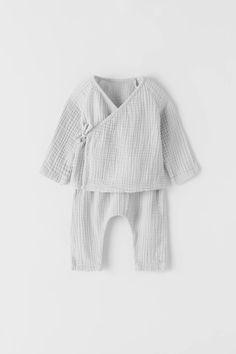 Sewing For Kids, Baby Sewing, Toddler Fashion, Kids Fashion, Boys Shirt And Pant, Long Sleeve Wrap Top, Diy Bebe, Zara Baby, Girl Clothing
