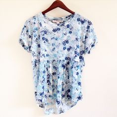 blue floral top offers welcome size small blue floral print baby doll top. •750044•  website: XOmandysue.com  sign up for surprise, stylist-curated monthly looks based on your style! use code first25 to get your first outfit for just $25!  instagram: XOmandysue Forever 21 Tops Tees - Short Sleeve