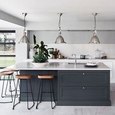 Excellent modern kitchen room are offered on our web pages. Check it out and you wont be sorry you did. Interior Design Kitchen, Home Decor Kitchen, Home Kitchens, Kitchen Dining Living, Kitchen Bar Design, Kitchen Design, Kitchen Diner Extension, Kitchen Island With Seating, Kitchen Renovation