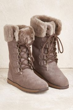 Grey fuzzy boots- maybe with less heel though    | Outfits | Shoe