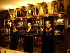 Turning Your Basement into the Ultimate Man Cave Can Be Fun - Man Cave Home Bar Horror Themes, Horror Decor, Toy Display, Display Ideas, Eagles Man Cave Ideas, Horror Room, Memes Arte, Halloween Bedroom, Geek Room