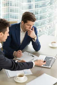 Entrepreneurs discussing work results on...   Free Photo #Freepik #freephoto #business #people #technology #computer Business Man Photography, Corporate Photography, Business Portrait, Business Photos, Success Images, Mens Tailor, Moda Blog, Business Meeting, Business Planning
