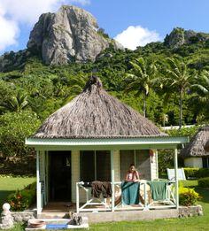Schließ die Augen. Stell dir eine perfekte Südsee-Insel vor. Eine Lagune mit türkisem Wasser, so klar, dass die Korallenblöcke mit bloßem Au...