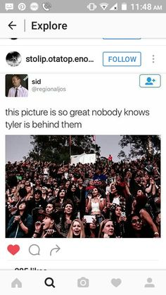 I think i would have noticed <<I WAS THERE. I NOTICED. EVERYONE WAS LOOKING AROUND LIKE CRAZY BECAUSE HE WASNT ON STAGE