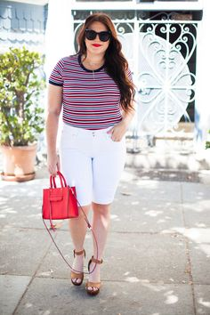 my summer jean style guide with DENIZEN®️ from Levi's®️ Jeans | sassy red lipstick. Body positivity advocate | Style blogger | Summer style | Summer fashion | curvy girl fashion summer | curvy girl fashion tips | curvy girl fashion spring | curvy girl fas