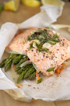 Delicious Salmon En Papillote with Vegetables | jessicagavin.com