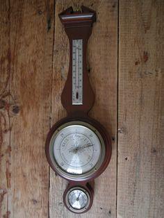 #TeKoop #Sale Mahonie hout Airguide Banjo Wand weerstation - #midcentury  Merk : #Airguide Instrument Company #Chicago #USA Model : banjo Periode : mid century Materiaal : Mahonie kast met messing steuntjes Functies : #thermometer (uiteraard in Fahrenheit), #barometer en #hygrometer Afmetingen (cm) : 52 x 16 cm   Verzendkosten zijn voor de koper € 6,95