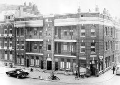 Er is heel weinig bekend over dit unieke blokje woningen, waarvoor in 1888 de aanvraag voor bouwvergunning is geregistreerd. Helaas was de bouwkundige staat niet al te best, zodat het in de jaren zeventig is gesloopt in het kader van de stadsvernieuwing. De bouwkavel is gelegen aan de Diergaardesingel op de hoek van de Batavierenstraat. Het blok was de eerste galerijflat van Nederland. Stadsarchitect Rose had er al eens een ontworpen in 1855, maar die is nooit tot uitvoering gekomen.