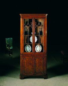 2093 - 18th century-style mahogany corner cabinet