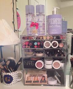 43 Inexpensive Feminine Makeup Room Design Ideas That Women Must Have - make up room studio Diy Makeup Organizer, Make Up Organizer, Makeup Storage, Makeup Organization, Acrylic Organizer, Makeup Box, Body Makeup, Cute Makeup, Makeup Geek