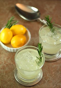 Lemon & gin cocktail // This is beautiful and most likely delicious! : )