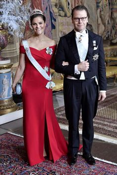 Crown princess Victoria wore a bright red dress during the King's dinner for this years Nobel laureates, 2018 Victoria Prince, Princess Victoria Of Sweden, Crown Princess Victoria, Royal Crowns, Crown Royal, Royal Families Of Europe, Swedish Royalty, Royal Clothing, Royal Dresses