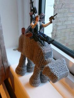 Who doesn't need an amigurumi at-at? Perfect for the Star Wars craft geek Star Wars Crochet, Crochet Geek, Crochet Stars, Cute Crochet, Crochet Crafts, Crochet Dolls, Crochet Projects, Knit Crochet, Crochet Potholders