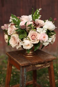 Are you thinking about having your wedding by the beach? Are you wondering the best beach wedding flowers to celebrate your union? Here are some of the best ideas for beach wedding flowers you should consider. Rose - You can't go wrong with a rose. Wedding Reception Flowers, Blush Wedding Flowers, Wedding Reception Decorations, Flower Bouquet Wedding, Wedding Centerpieces, Floral Wedding, Centrepieces, Pastel Bouquet, Ribbon Bouquet