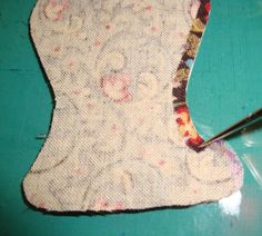 :) FABRIC THERAPY: Glue stick applique, the tutorial: freezer paper on top , glue folds on boy you