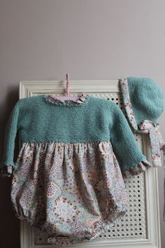 El Taller de Tábata: PELELES...Y RANITAS Knitting For Kids, Baby Knitting, Tricot Baby, Baby Kids Wear, Bebe Baby, Vintage Baby Clothes, Baby Winter, Cute Outfits For Kids, Girls Rompers