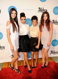 Vocês se lembram de Kendall e Kylie Jenner na Semana de Moda de Nova York cinco…